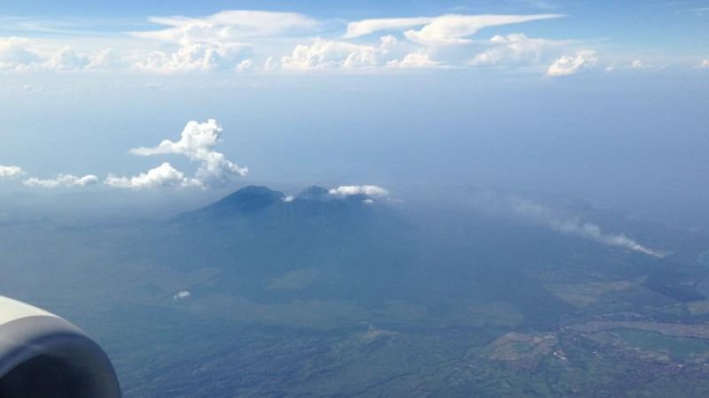 Vulkan Mount Agung Bali aus Flugzeug