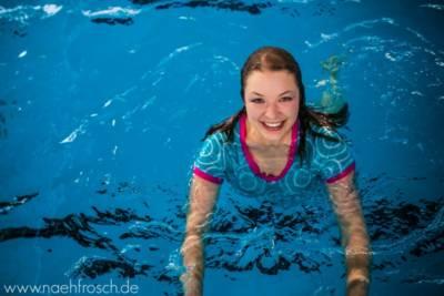 Katja im Schwimmbad