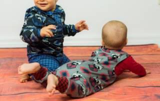 Für Babys nähen: Strampler und Poloshirt für zwei Babys