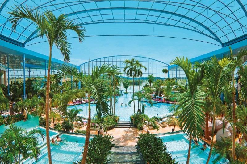 Palmenparadies und offene Kuppel Badewelt Sinsheim
