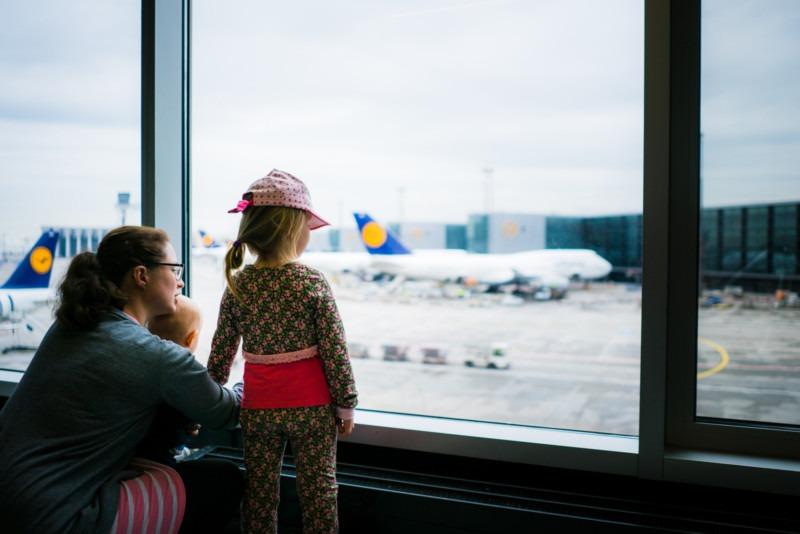 Kinder Flugzeuge Flughafen
