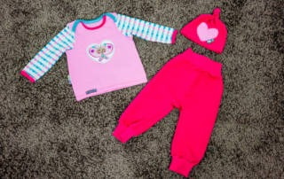 Babyset für Mädchen nähen: Pinke Baby-Kombi