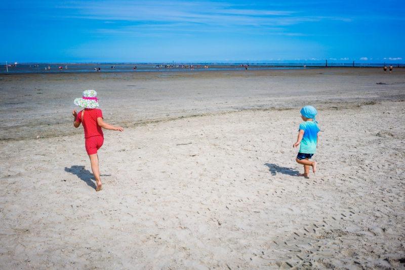 Nordsee Strände: Der sehr breite Strand in Bensersiel