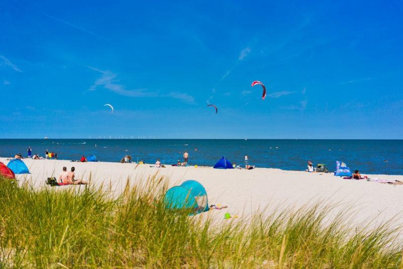 Nordsee Strände: Hinter Dünen befindet sich der Naturstrand in Schillig