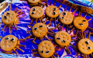 Halloween Party Rezept: Knusprige Cracker Spinnen
