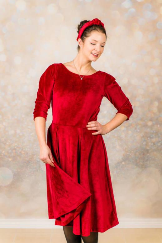 Rotes Samt Kleid naehen 001