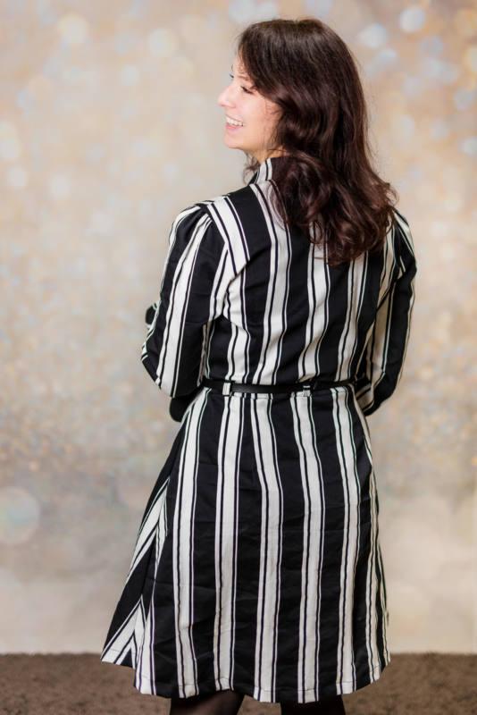 Schwarz weißes Kleid naehen 006