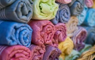 Dehnbare vs. nicht dehnbare Stoffe: Wie Herstellungsart die Elastizität beeinflusst